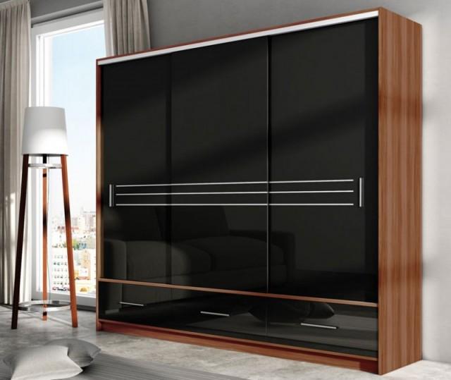 Velký výběr šatních skříní s moderními posvunými dveřmi najedete přímo u nás!